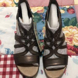 NWT* Kim Rogers bronze sandals